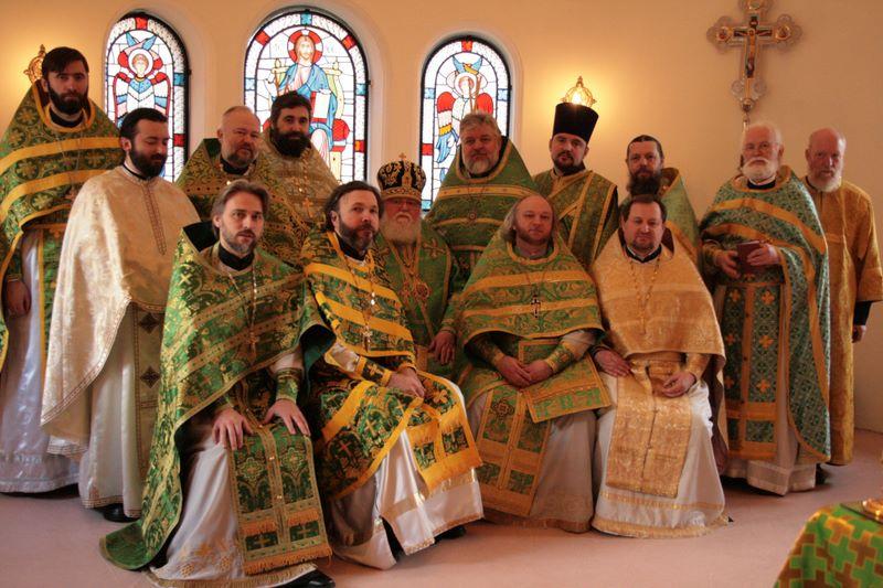 Престольный праздник 2008 год. В центре Владыка Феофан.