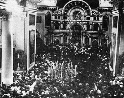 За Божественной литургией, совершаемой в Кронштадтском Андреевском соборе св. прав. Иоанном Кронштадтским
