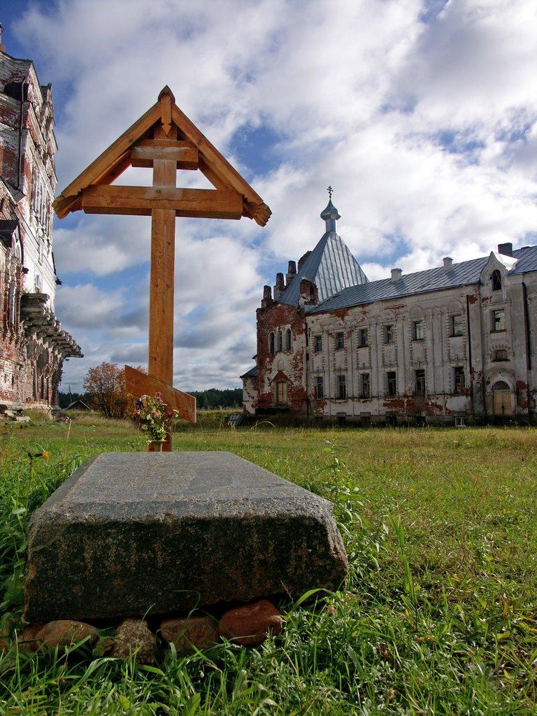 В монастыре св. прав. Артемия Веркольского. Фотография Сосниной.