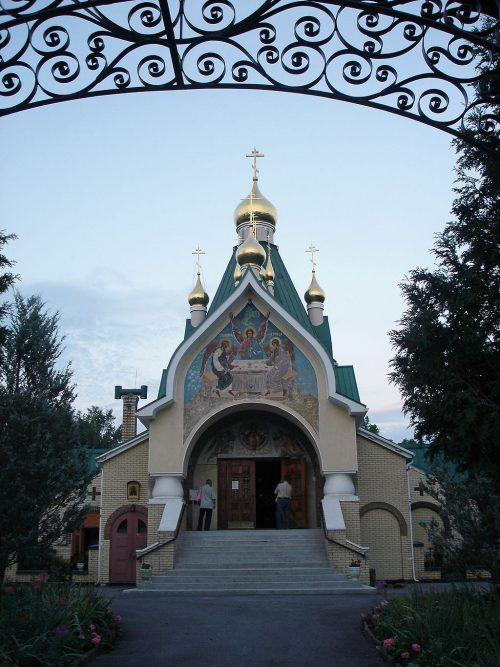 Вид на Троицкий собор монастыря в Джорданвилле