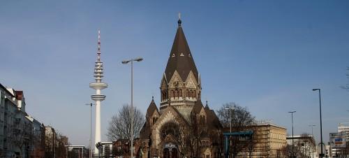 Kirche zum Heiligen Johannes von Kronstadt mit Fernsehturm