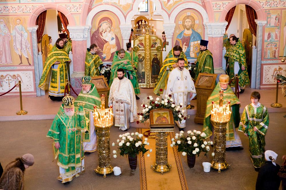 Богослужение в храме св. прав. Иоанна Кронштадтского в Гамбурге
