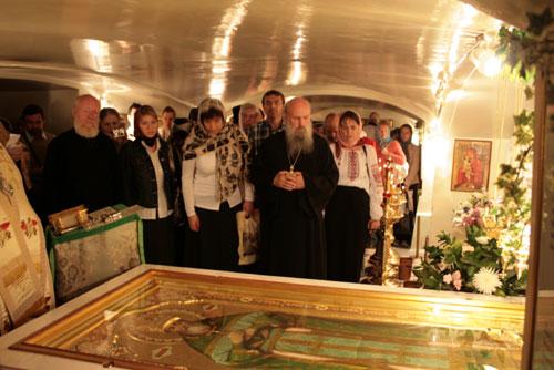У гробницы святого праведного Иоанна Кронштадтского