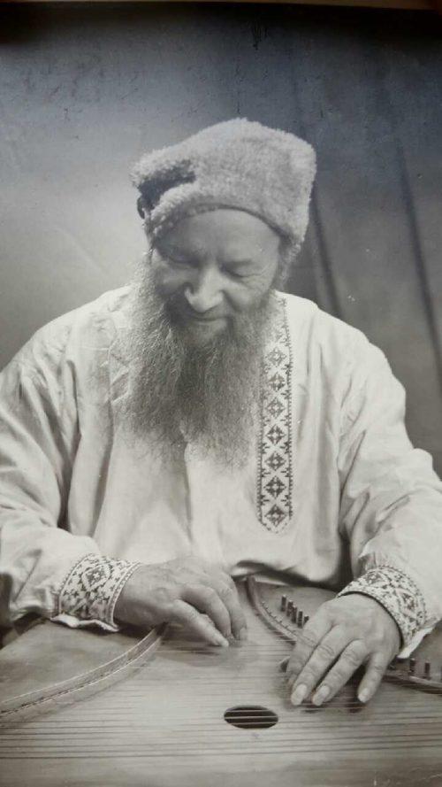 Александр Котомкин-Савинский, русский эмигрант первой волны, гусляр